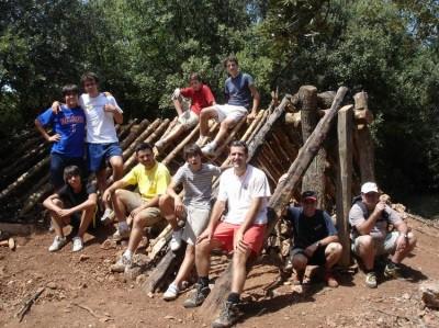 Un grupo de jóvenes de Sabadell y Barcelona participan en la reconstrucción de la Cabaña de San Rafael